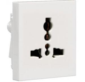 Crabtree Verona 6A 5 Pin Shuttered Socket, ACVKSWW065